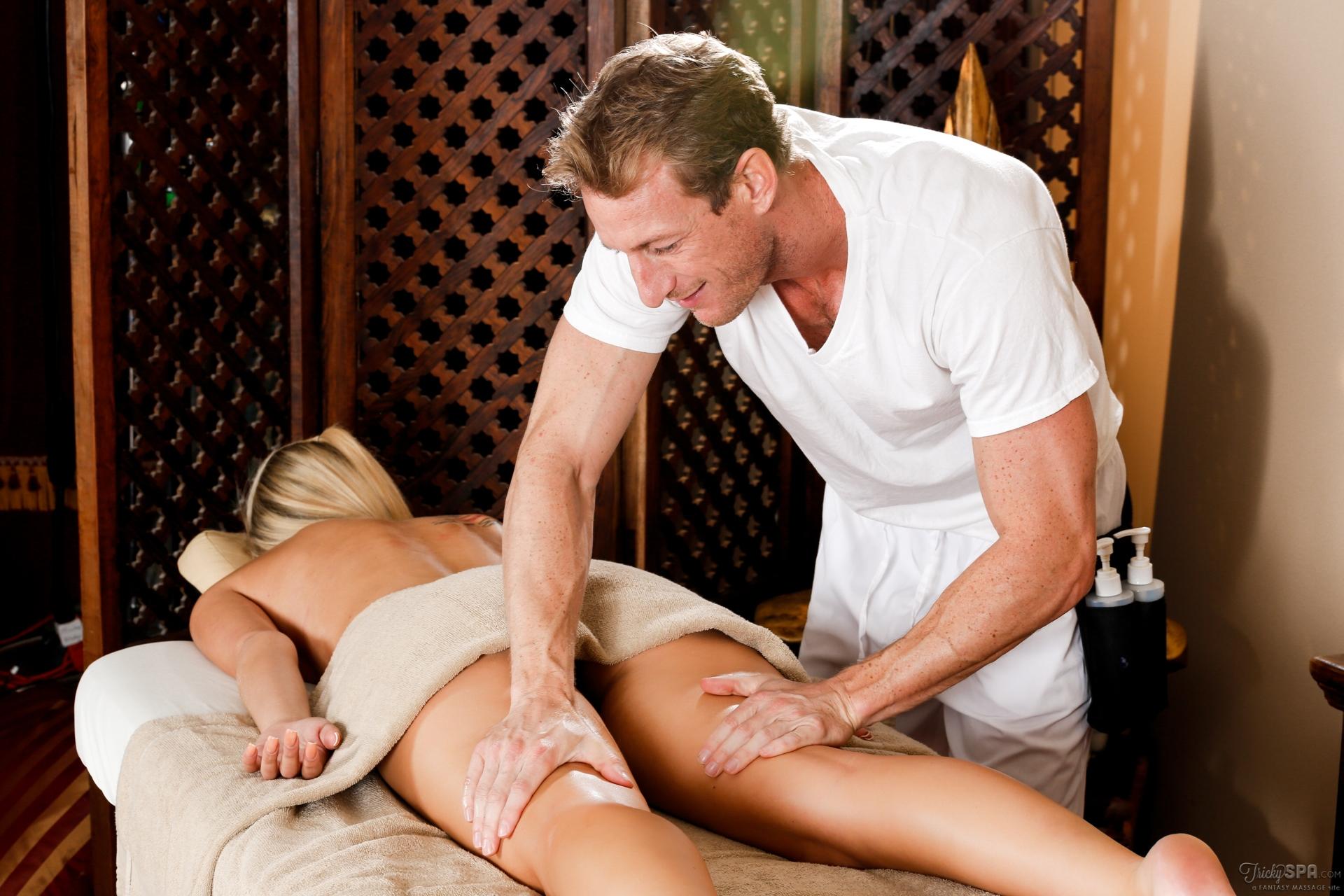 porno-mama-delaet-massazh
